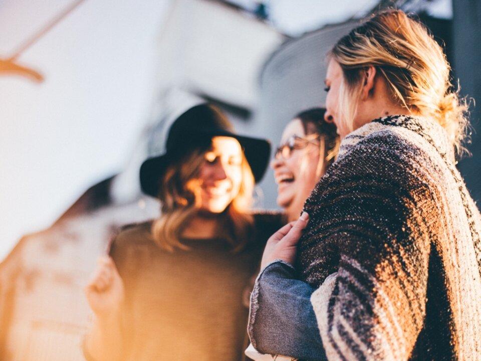 Auch schöne Begegnungen können stressen: Warum ich nicht gerne zu oft unter Leuten bin