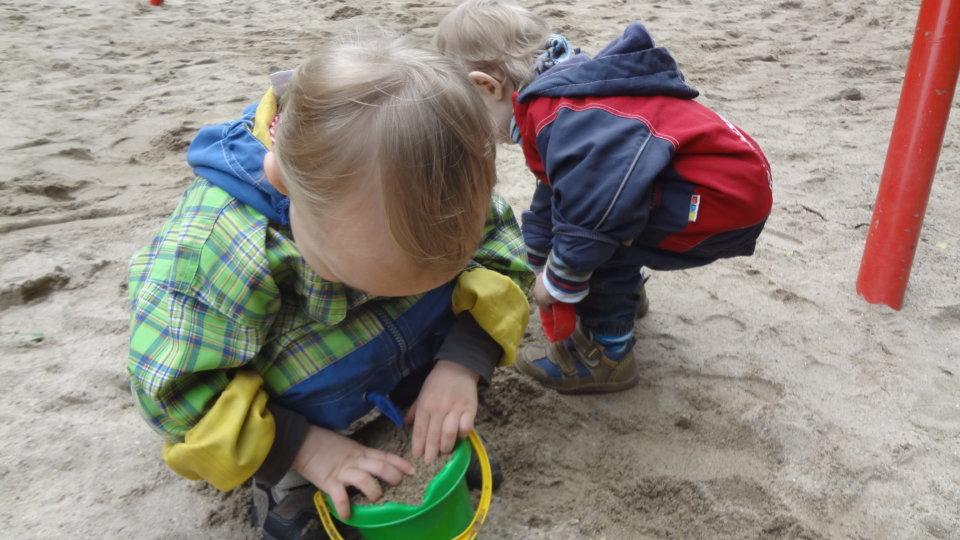 Balkonarbeiten und selbstgebackener Sandkuchen